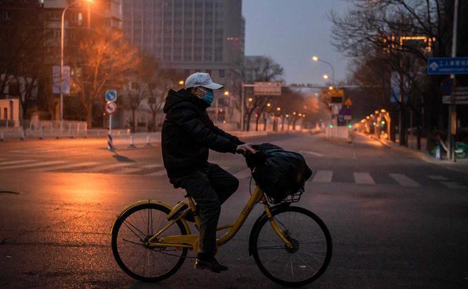 因武汉肺炎疫情不断扩散,北京街道人迹罕至。(NICOLAS ASFOURI/AFP via Getty Images)