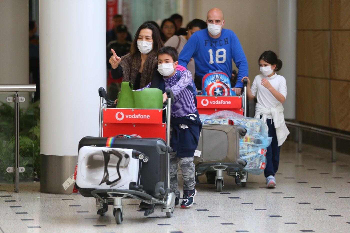 澳大利亞悉尼國際機場帶著口罩的乘客