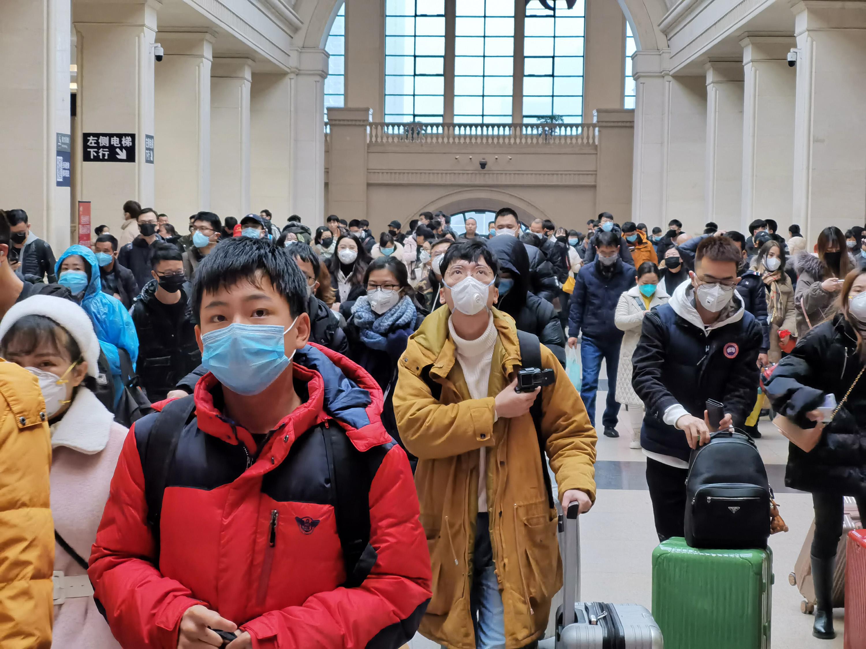 漢口火車站人潮洶湧