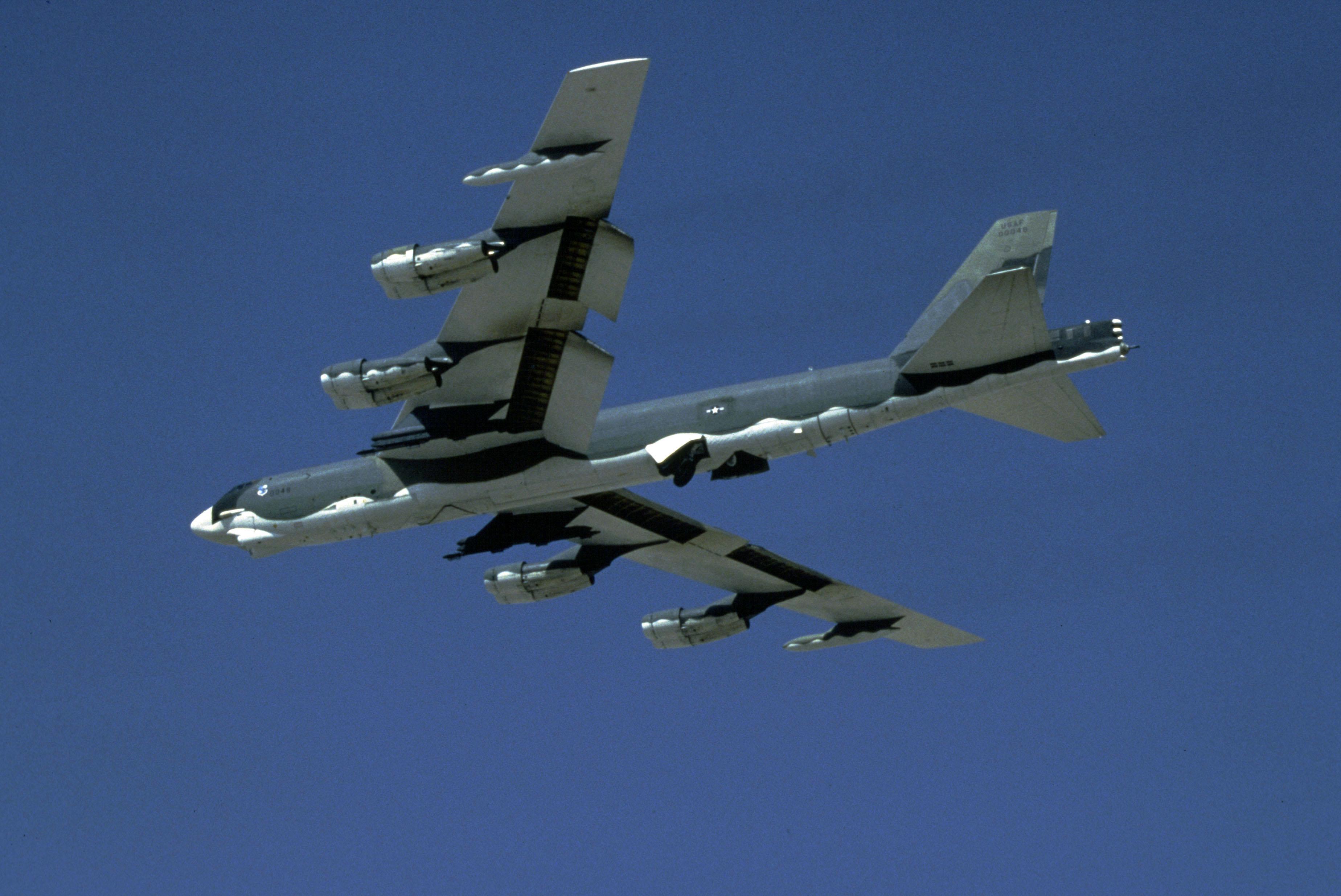 美军B-52轰炸机。