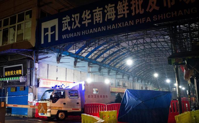 图为去年底最早爆发武汉肺炎的源头武汉华南海鲜批发市场。(图片来源:NOEL CELIS /AFP via Getty Images)