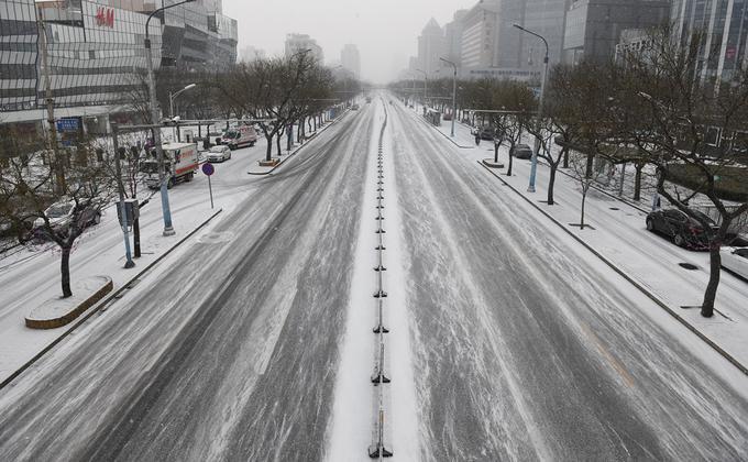 大陆的一份调查显示,近九成中小企表示目前企业资金撑不过3个月,未来恐面临倒闭潮危机。图为2020年2月5日北京空荡荡的街道。(图片来源:GREG BAKER /AFP via Getty Images)