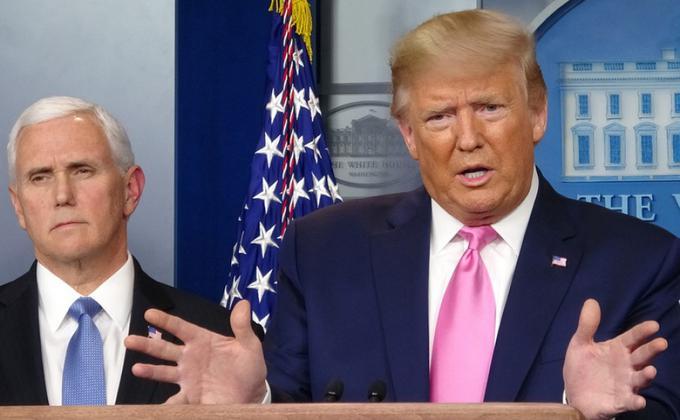图为美国总统川普与副总统彭斯在白宫见记者。(图片来源:中央社)