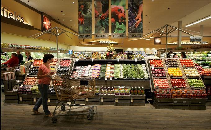 北京新发地食品批发市场爆发第二波疫情后,正收紧食品进口标准,要求所有从外国进口的食品和农产品提供保证书,确保食品中不含COVID-19病毒。 (图片来源:Justin Sullivan/Getty Images)