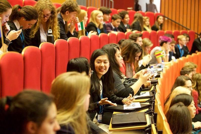 留学英国的台湾学生林薇曾是仿真联合国会议主席(图片来源:(林薇提供)/中央社)