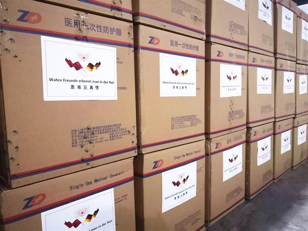 图为中国驻德大使馆在推特发布向德国运送医疗物资的照片。(图片来源:twitter.com/ChinaEmbGermany)