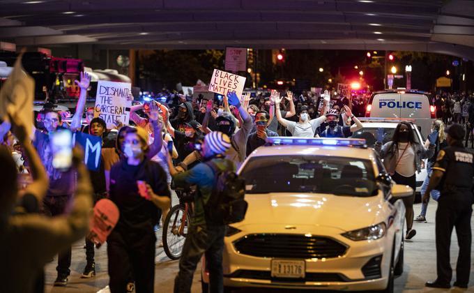 美国黑人佛洛伊德之死引爆的全国动乱被外界称之为52年来最大的动乱。(图片来源:Samuel Corum/Getty Images)