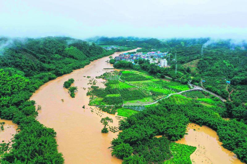 暴雨扩大 进逼三峡大坝